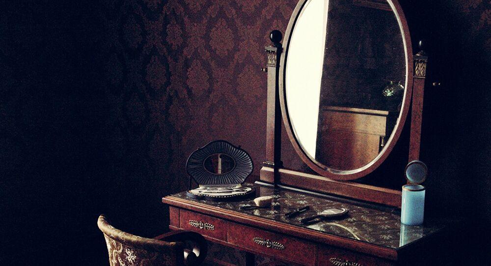 el espejo poseido