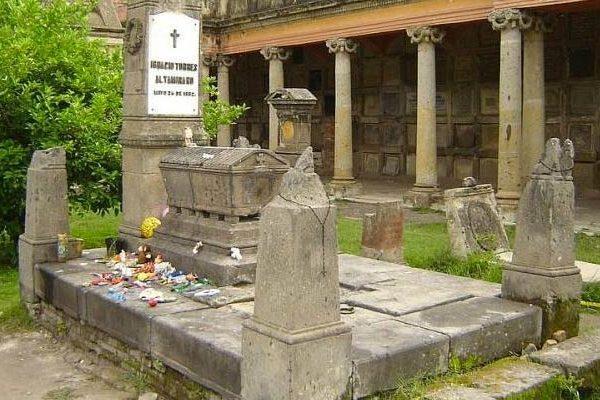 la tumba de nachito leyendas